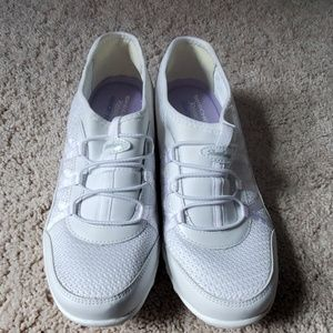 Womens white Skechers
